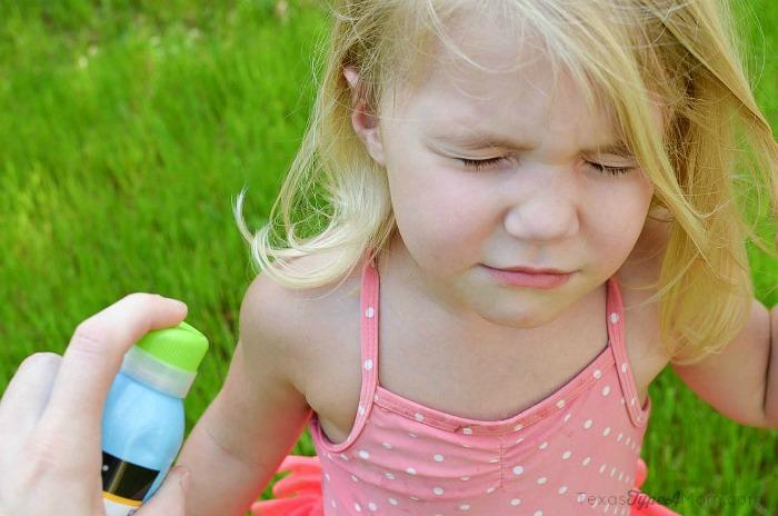Reapplying Neutrogena Wet Kids Sunscreen to Preschooler