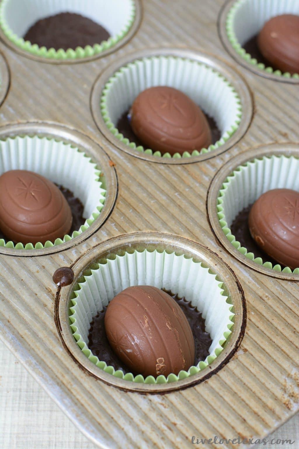 Cadbury Creme Egg Cupcakes Recipe with Buttercream Frosting