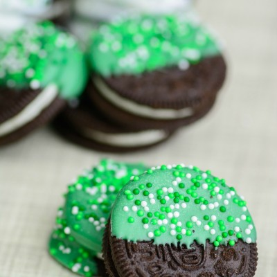 Chocolate Dipped Oreos {Easy St Patrick's Day Treat Recipe}