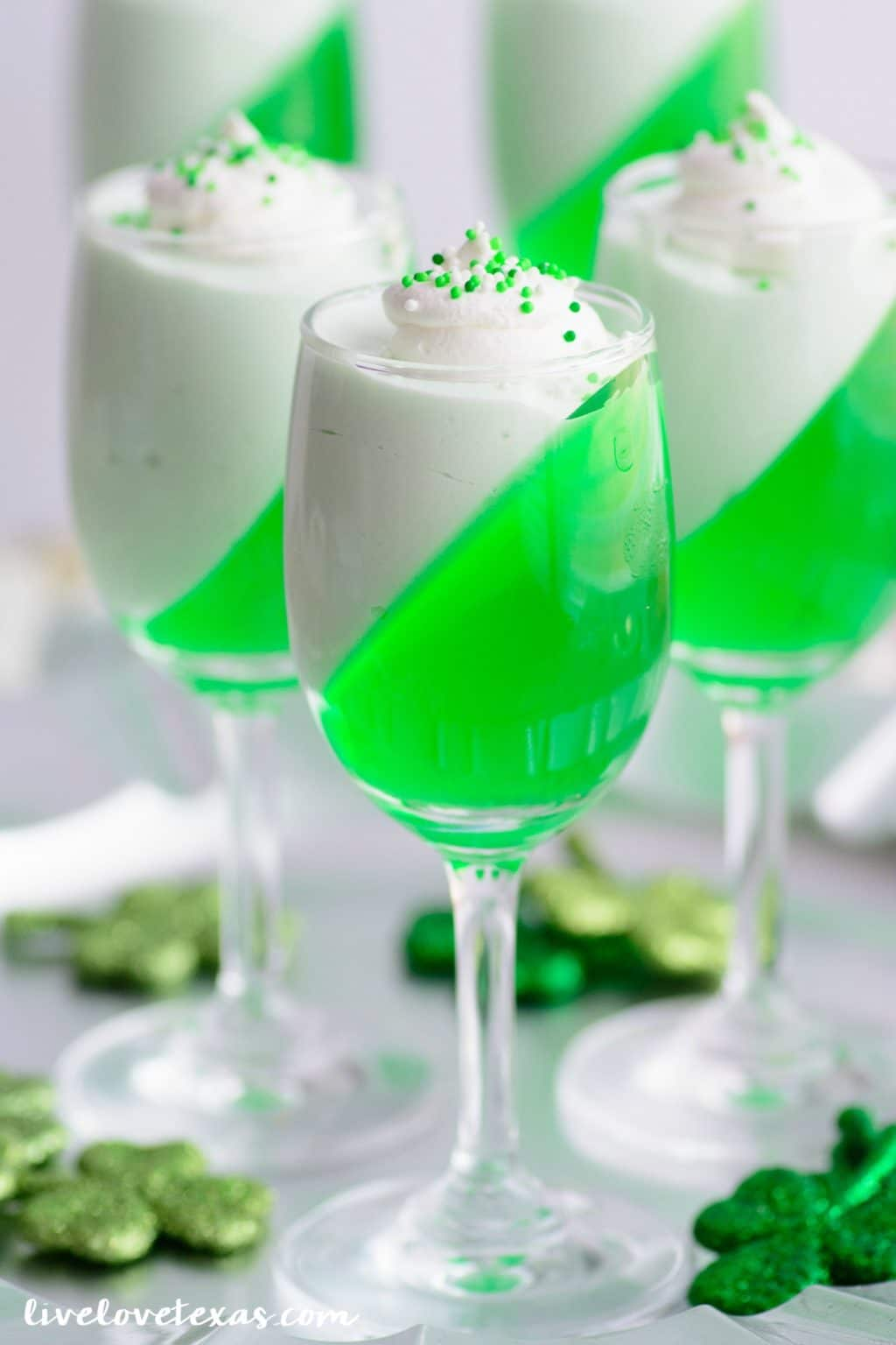 St. Patty's Day Jello Parfait Recipe. This festive dessert recipe only has two ingredients and is so easy to make! #stpattysdaydessert #stpatricksdayrecipes #stpattysdayrecipes #dessertrecipes #easydesserts #easyrecipes #jellorecipes #greenfood