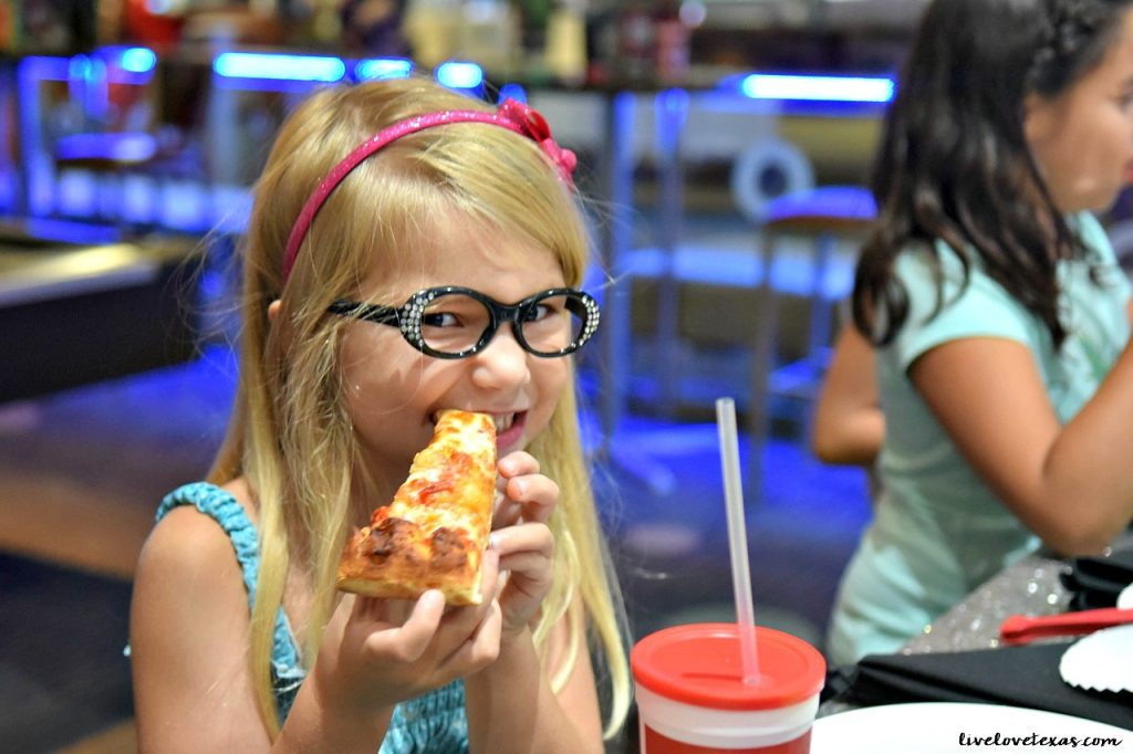 girl-eating-pizza-at-main-event