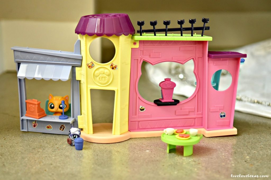 littlest-pet-shop-pawristas-cafe-playset-2