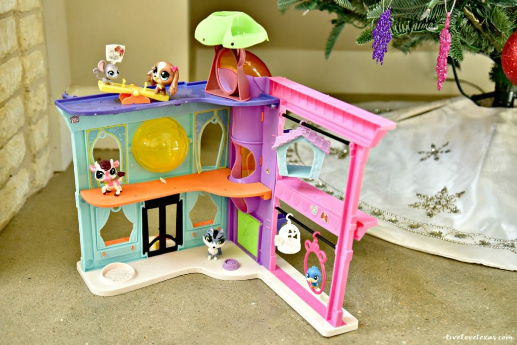 littlest-pet-shop-pet-shop-playset-backside