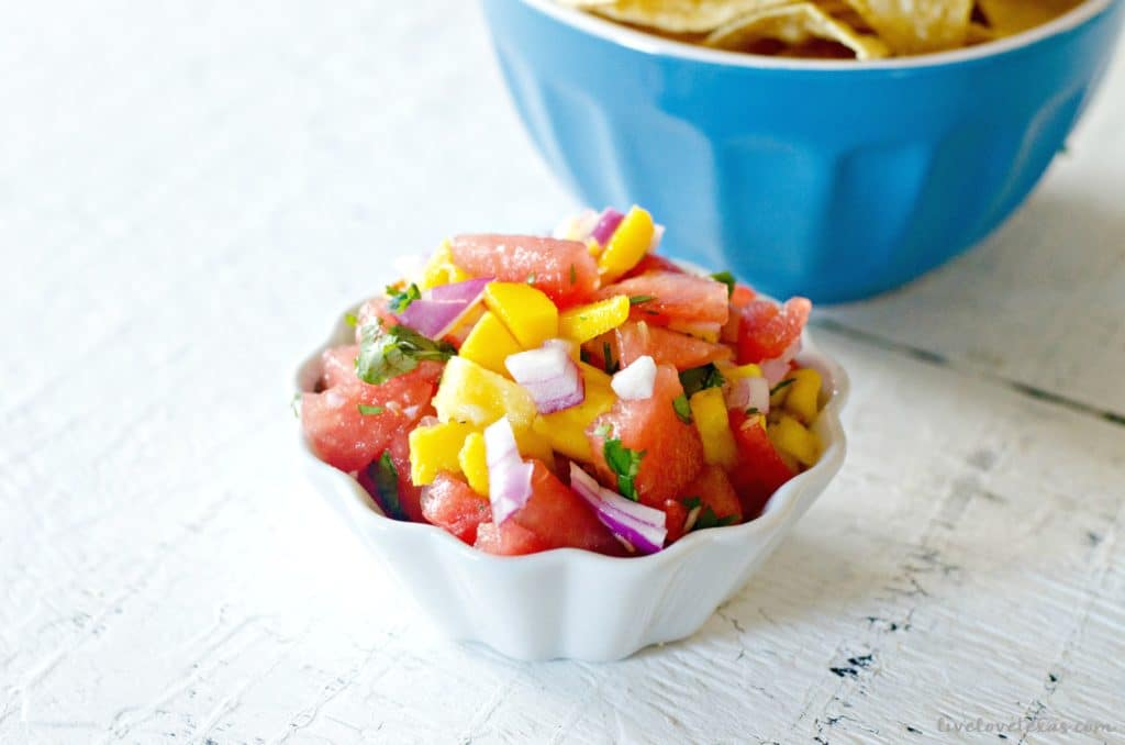 The best fruit salsa recipe ever tropical fruit salsa for fish looking for the best fruit salsa recipe ever youve found it this forumfinder Choice Image
