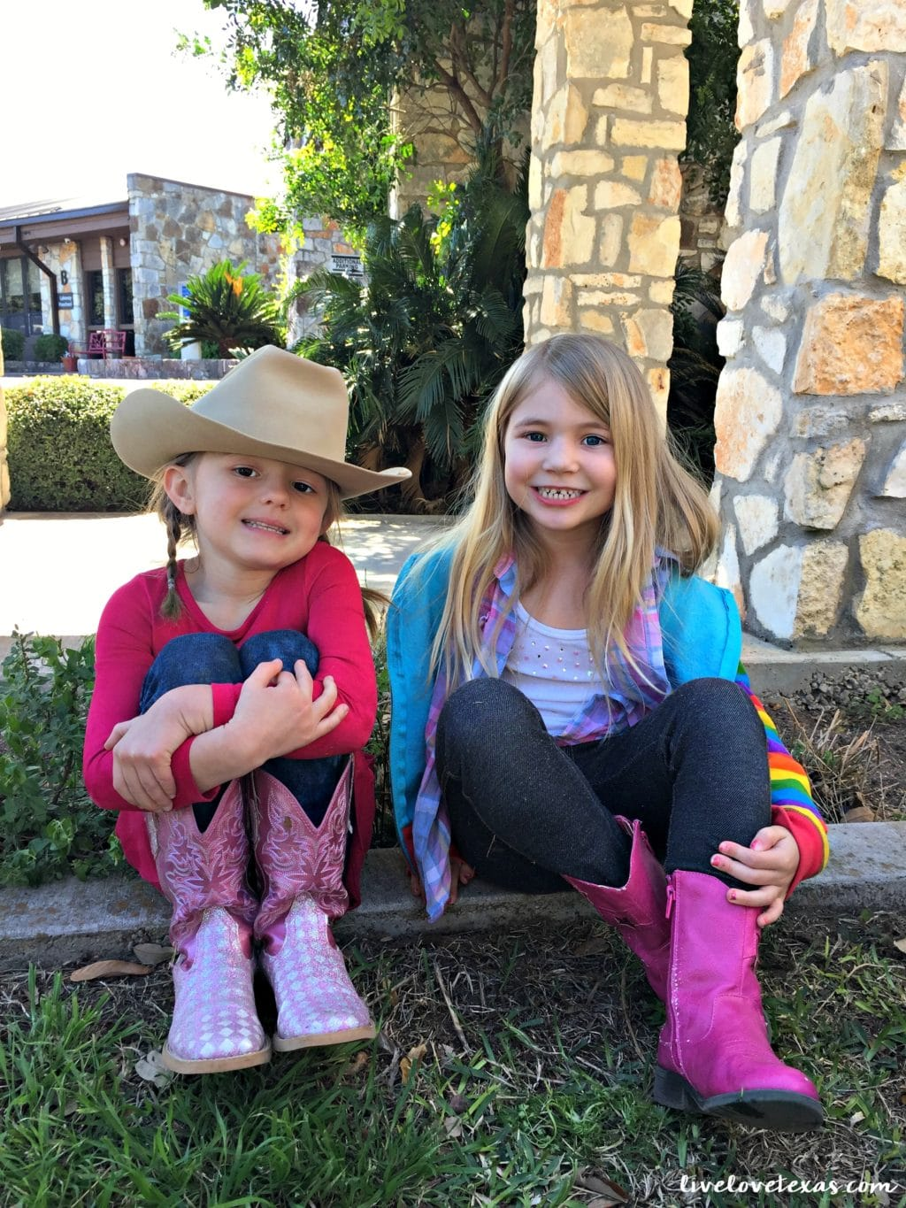 Do Kids Need Preschool? With two kids now in elementary, I wholeheartedly believe kids do need preschool and here's 3 reasons why!