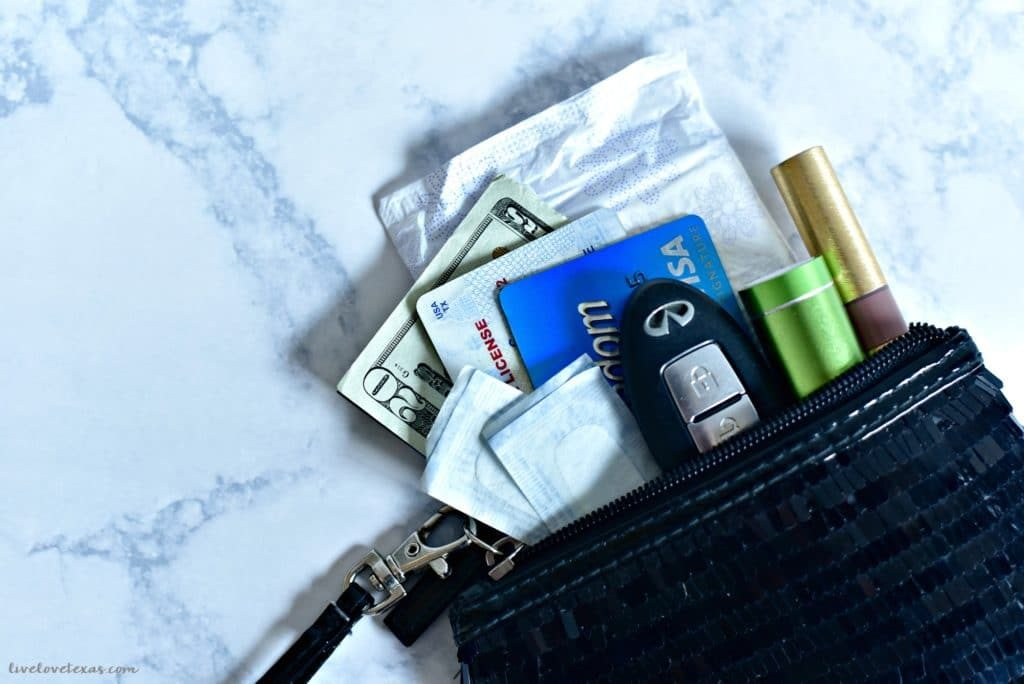 Don't spend the night out on the town without the essentials. Here's what to carry in your purse for a girls night out so you're prepared for anything!