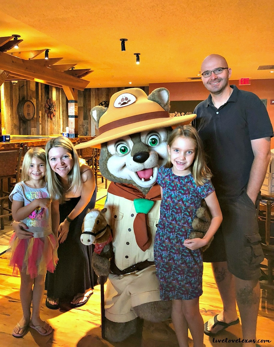 From a weekend trip with your family or four to a family reunion, this is everything you need to know about Great Wolf Lodge Grapevine Texas review.