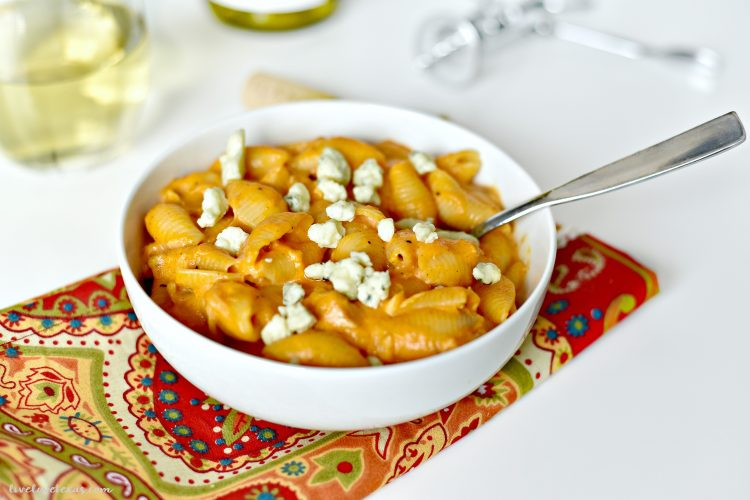This Buffalo Chicken Mac & Cheese Casserole Recipe will Make You Want to do an End Zone Dance