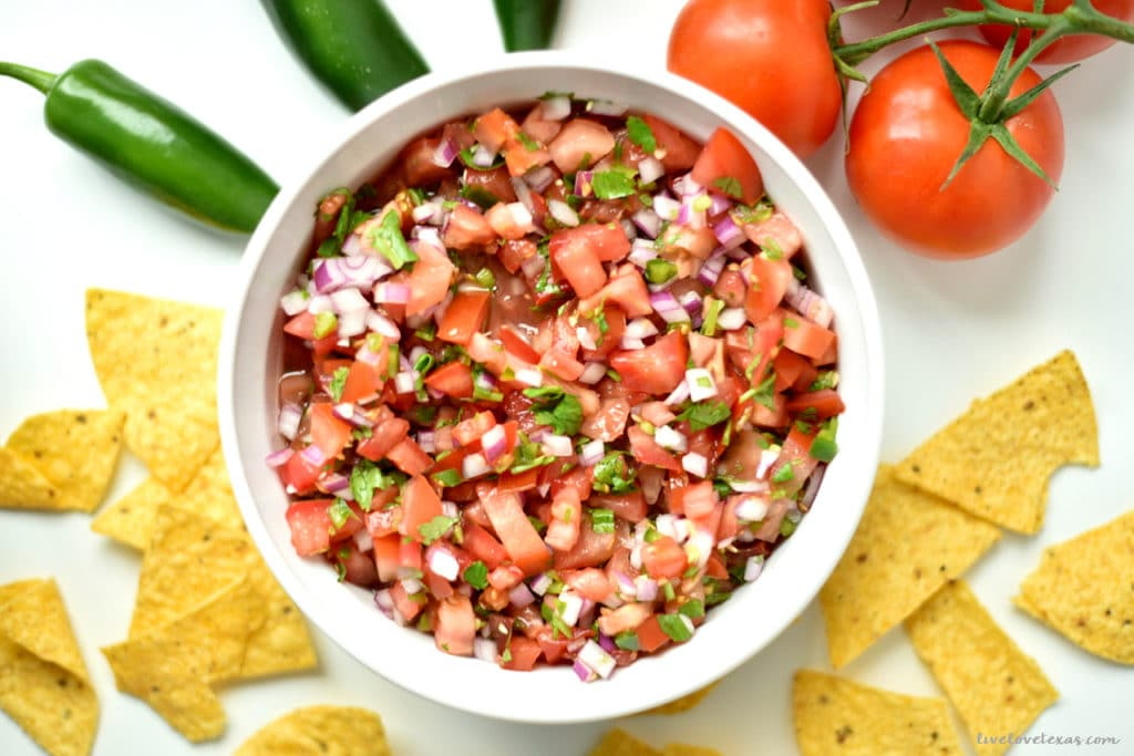 Ditch the store-bought salsa and make your own with this Easy Homemade Salsa Recipe with Fresh Tomatoes & Peppers. It's fast and simple to make to make and tastes great as a topping or with chips!