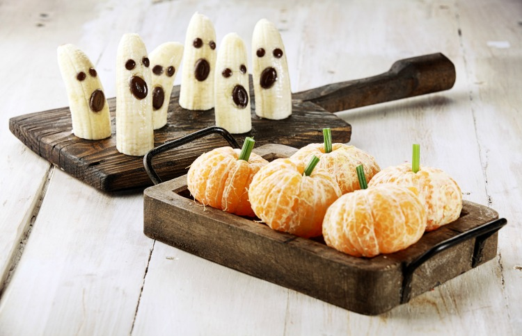 Healthy Halloween Snacks: Banana Ghosts and Clementine Pumpkins